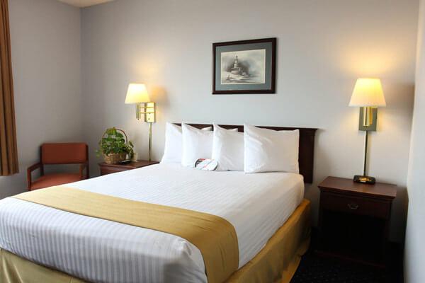 Clover Island Inn Hotel