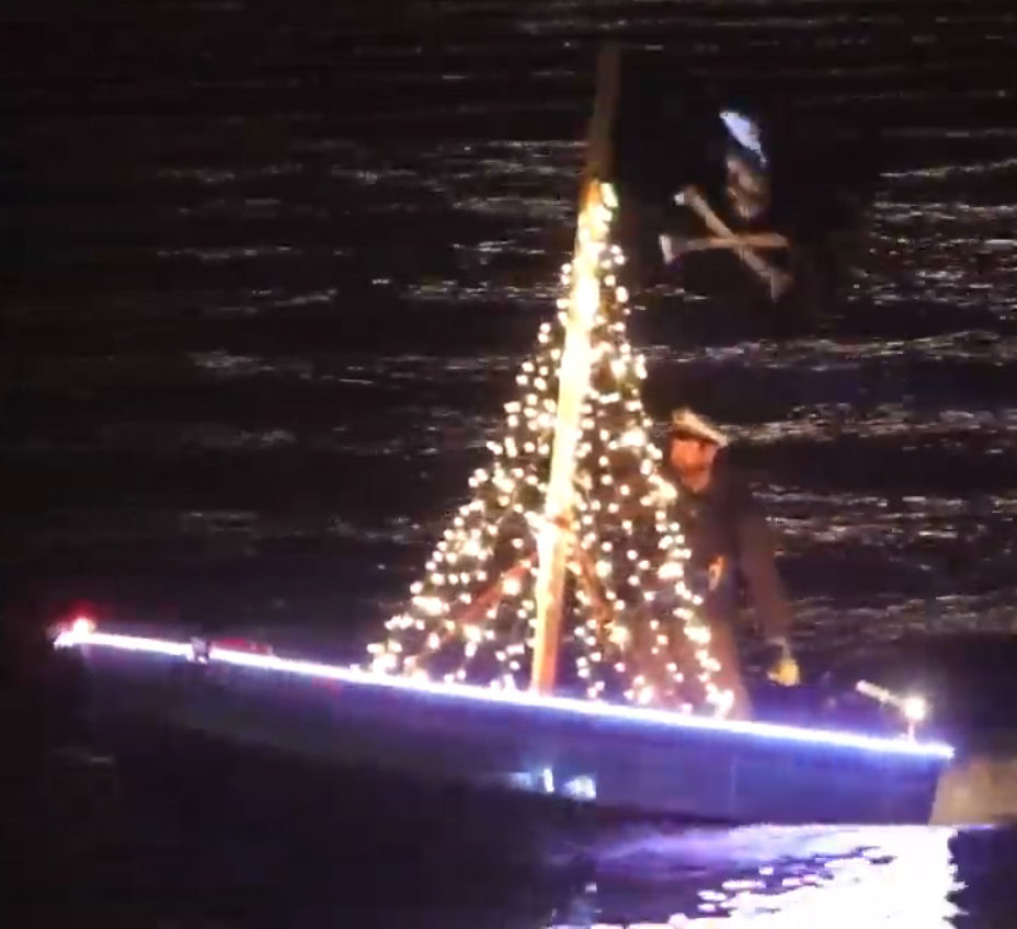 clover-lighted-boat--4