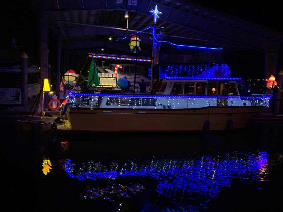clover-lighted-boat