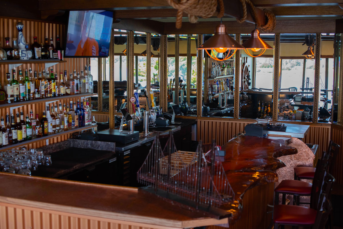 crows-nest-kennewick-bar-seating