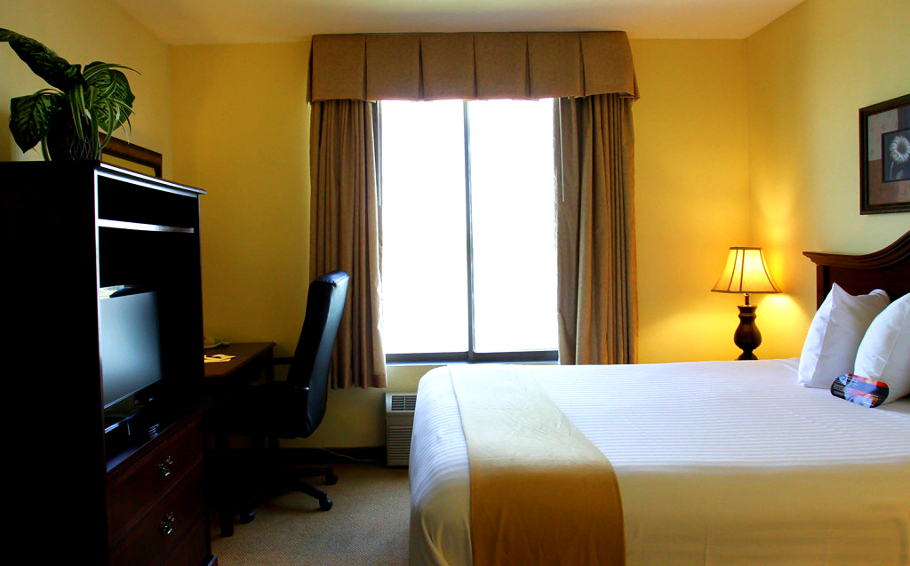 mini suite kennewick waterfront hotel