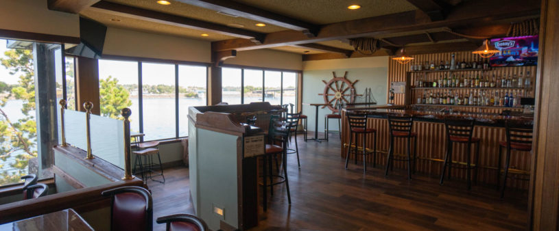 crows-nest-kennewick-bar-clover-island